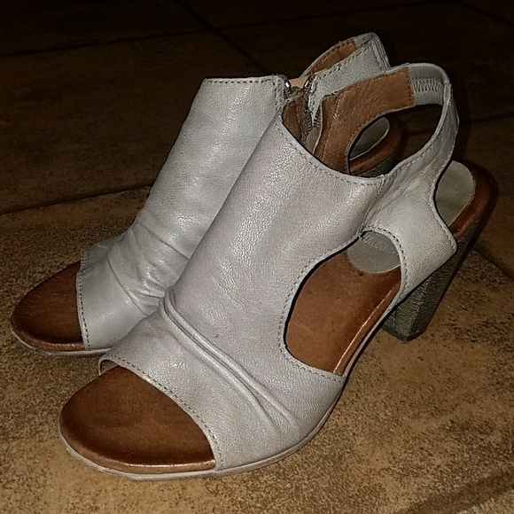 aafdf1c1997 Miz Mooz Verona collection sz 9 gray zip heels. M 5a36c48d3800c5f05f0166a7